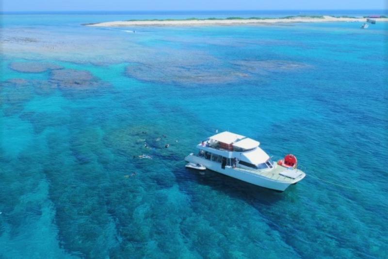 【庆良间诸岛】B行程珊瑚礁浮潜行程(赠送鱼饵喂食体验)+任选一款海上活动哦!