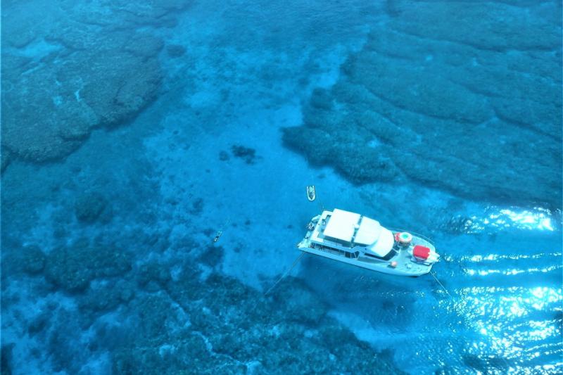 【庆良间诸岛】C行程珊瑚礁浮潜行程(赠送鱼饵喂食体验)+任选两款海上活动哦!