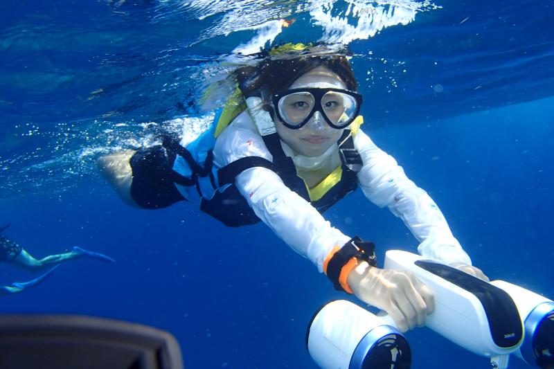 케라마 제도 반나절 수중 스쿠터를 이용한 바다 거북이 탐색 스노클링 투어 (선착순 6명까지!)