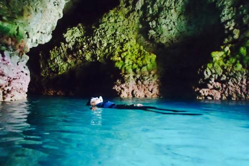[해변에서 포인트까지 이동] 푸른동굴 해변 스노클링